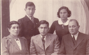 Mania Szperling and Yidl Zaks Family